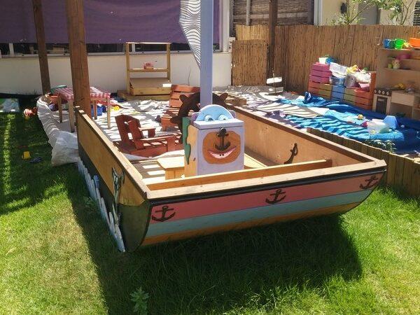 מתקן אוניה לילדים לגינה