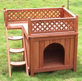 מלונה לכלב מעץ עם מרפסת גג